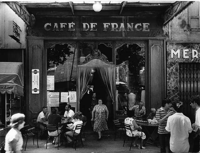16-willy-ronis-cafe-de-france-IsleSurLaSorgue-1979